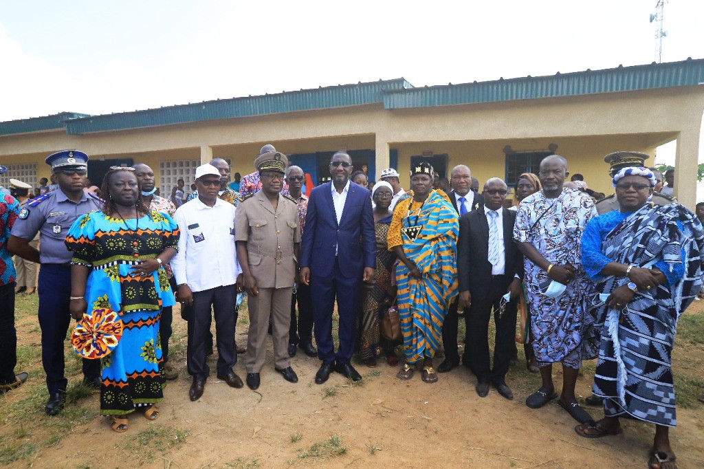 Yamoussoukro : Le ministre Souleymane Diarrassouba inaugure des infrastructures socio éducatives à Zambakro