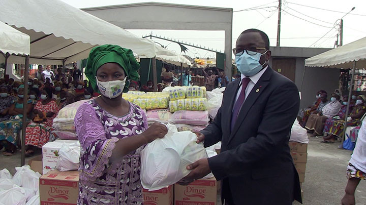 Fête de Pâques 2021: 500 veuves d'Attécoubé reçoivent des kits alimentaires