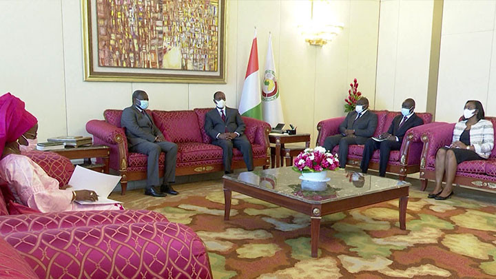Le Président Alassane Ouattara a reçu en audience le Président de la Commission de l'UEMOA