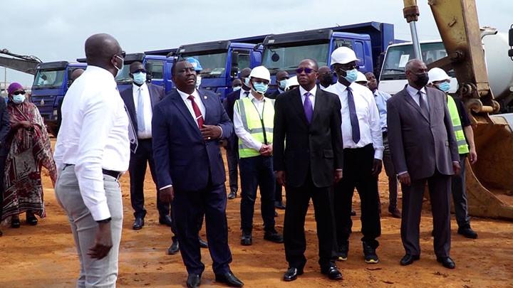 Le Ministre d'Etat, Kobenan Kouassi Adjoumani visite le chantier de l'usine de cacao à Anyama