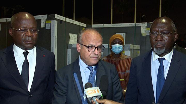 Covid : La Côte d'Ivoire réceptionne un don de 268.800 doses de vaccin de l'initiative Covax de la France