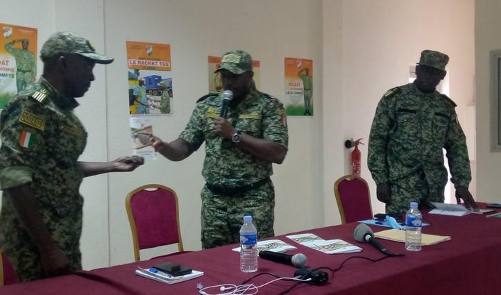 Abengourou : Remise du code vestimentaire des douanes aux agents